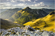 Mountains and Valley of the Lechtaler Alps Semi-Gloss Wallpaper Roll East Urban Home Size: 4.32m x 290cm, Materialqualität: Premium (150g/m²)